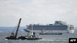 یوکوہاما کی بندرگاہ پر لنگر انداز ہونے والے جہاز میں سوار آٹھ مسافروں میں کرونا وائرس کی علامات پائی گئی ہیں۔