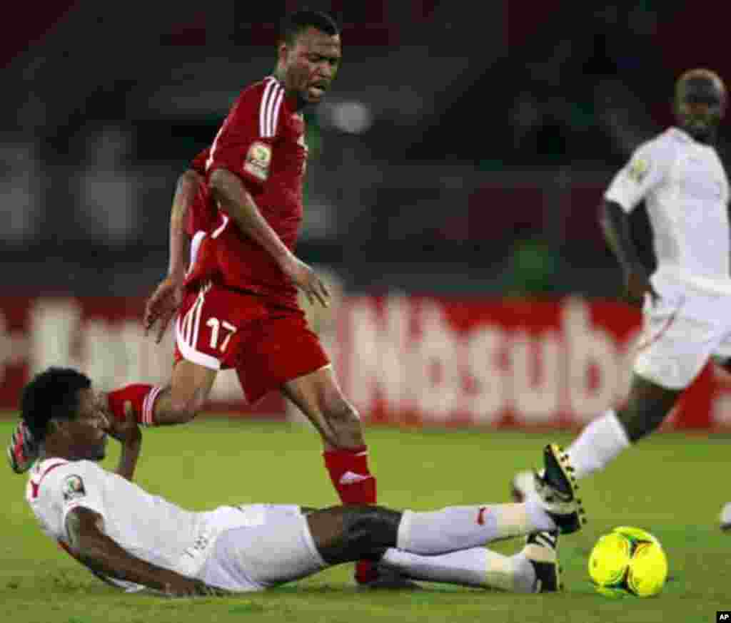 "Mamadou Tall of Burkina Faso (top) fights for the ball with Mudather Eltaib Ibrahim of Sudan during their African Nations Cup Group B soccer match at Estadio de Bata ""Bata Stadium"", in Bata January 30, 2012."