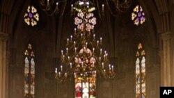 Papa Benedikt XVI u Katedrali na večernjoj molitvi pred odlazak iz Zagreba