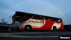 烧毁的旅游大巴,事故造成24名大陆游客、1名司机和1名导游遇难(2016年7月19日)