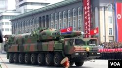 朝鲜展示新型远程导弹