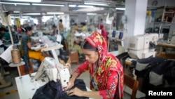Працівниця текстильної промисловості в Бангладеш