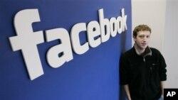 臉書創始人兼首席執行官馬克•扎克伯格在加州臉書總部(資料圖片)