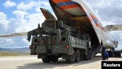Turki membeli sistem pertahanan udara S-400 dari Rusia bulan Juli lalu (foto: dok).