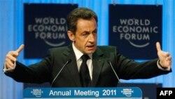 Sarkozy'den Euro'ya Destek