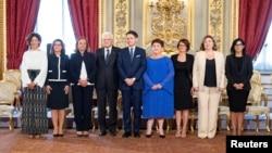 Italijanski predsednik Serđo Matarela i premijer Đuzepe Konte sa ministarkama u novoj vladi, 5. septembar 2019.