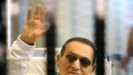 Hosni Mubarak do të qëndrojë në burg