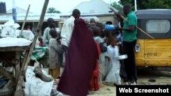 Hàng ngàn học sinh Koran hằng ngày ra đường khất thực tại Maiduguri, thủ phủ bang Borno.