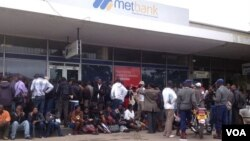 FILE: Customers waiting for their turn to withdraw money from the Bulawayo branch of the Metropolitan Bank.