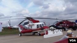 中國從俄羅斯大量採購各種直升機,其中包括米-17型直升機。2013年莫斯科航展上 展出的米-17直升機 (攝影﹕美國之音白樺)