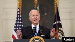 រូបឯកសារ៖ ប្រធានាធិបតីសហរដ្ឋអាមេរិកលោក Joe Biden ថ្លែងនៅសេតវិមានក្នុងរដ្ឋធានីវ៉ាស៊ីនតោន កាលពីថ្ងៃទី២ ខែមីនា ឆ្នាំ២០២១។