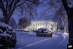 2019年1月13日一场大雪中的白宫夜景