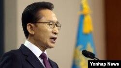 19일 청와대에서 퇴임연설하는 이명박 한국 대통령.