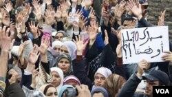 Los manifestanes exigen una nueva constitución que ponga límites a los poderes del rey Mohammed.