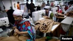 孟加拉國製衣業工人的工作情形
