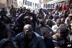 Une vue des manifestations à Dakar, le 27 janvier 2012