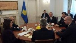 Kosovë: Përfundon pa rezultat takimi i organizuar nga presidentja