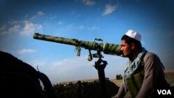 ملیشه های مستقر در اچین می گویند که منتظر فرمان جنگ از سوی ظاهر قدیر اند.