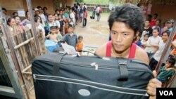 Para pengungsi Birma yang tinggal di kamp penampungan di Malaysia.