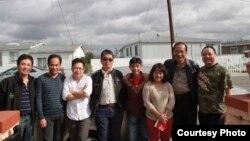 Blogger Phạm Đoan Trang và các bạn. Ảnh chụp ở San Diego, California