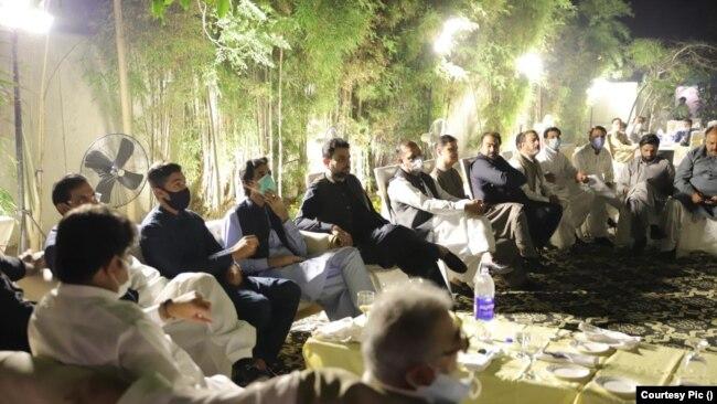 حامد میر سمجھتے ہیں کہ موجودہ صورت حال میں جہانگیر ترین کچھ نہیں کر رہے۔ اُن کے ساتھ جو کر رہے ہیں عمران خان صاحب کر رہے ہیں۔