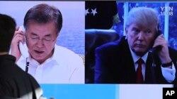 Stasiun televisi Korea Selatan melaporkan bahwa Presiden Korsel Moon Jae-in dan Presiden AS Donald Trump melakukan pembicaraan via telepon dan sepakat menunda latihan militer bersama AS-Korsel hingga pasca Olimpiade Musim Dingin.