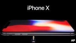Apple obtiene grandes dividendos trimestrales. (Tim Cook, Presidente de la empresa)