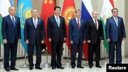 Shanxay Hamkorlik Tashkilotining Bishkekdagi sammiti qatnashchilari.