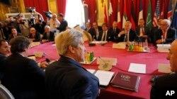 Ngoại trưởng Mỹ John Kerry tham dự một cuộc họp về cuộc xung đột ở Syria, tại Paris, ngày 09 tháng 5 năm 2016.