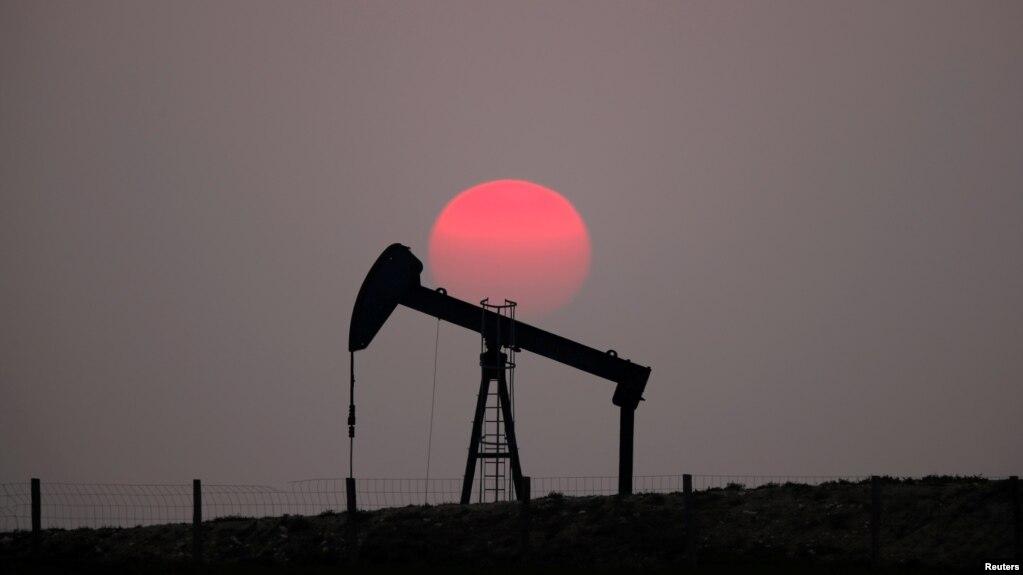 El crudo Brent, punto de referencia mundial para el precio del petróleo, subió a 70.74 dólares por barril el lunes, 6 de enero de 2020.