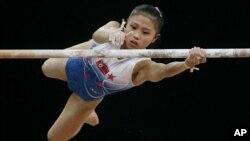 지난 2006년 카타르 도하에서 열린 아시아경기대회에서 북한의 차영화 선수가 철봉 연기 중이다.