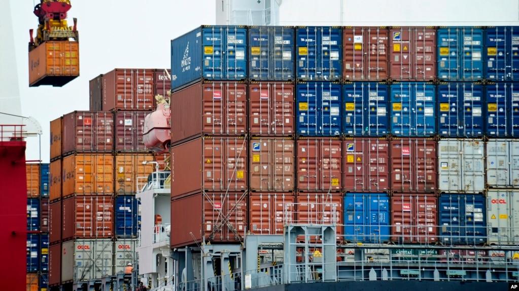 资料照:天津港的集装箱
