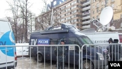 莫斯科街头俄罗斯各大官方电视台的转播车。