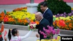 Çin Cumhurbaşkanı Xi Jinping ve Afganistan'ın yeni Cumhurbaşkanı Eşref Gani