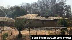 Une maison brûlée lors des attaques à Alindao, Centrafrique, le 29 novembre 2018. (VOA/ Felix Yepassis-Zembrou)