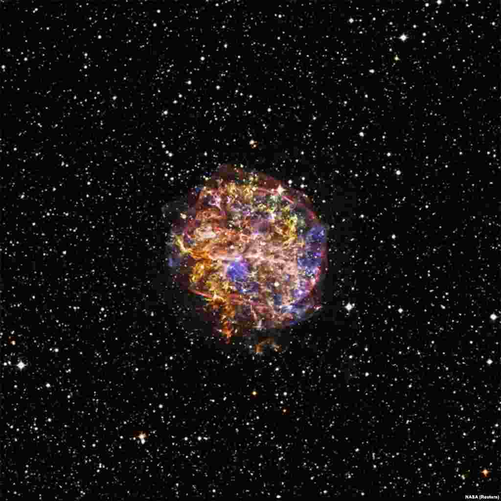 The G292.0+1.8 supernova remnants are shown in this handout image. In commemoration of the 15th anniversary of NASA's Chandra X-ray Observatory, newly processed images of supernova remnants dramatically illustrate Chandra's unique ability to explore high-energy processes in the cosmos.