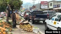 La economía informal sigue en aumento en Honduras ante falta de trabajo depués de la pandemia. Foto Oscar Ortiz, VOA.