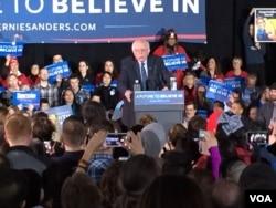 民主党伯尼·桑德斯在爱奥华州竞选造势 (美国之音龚小夏)