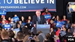 民主党伯尼·桑德斯在爱奥华州竞选集会上 (美国之音龚小夏)