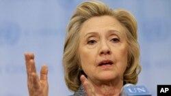 Bà Hillary Rodham Clinton nói chuyện với các phóng viên tại Trụ sở LHQ ở New York, ngày 10/3/2015.