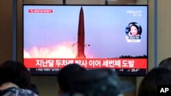 ڈونلڈ ٹرمپ اور کم جونگ ان کی جون میں ہونے والی ملاقات کے بعد شمالی کوریا کا یہ ساتواں میزائل تجربہ ہے۔ (فائل فوٹو)