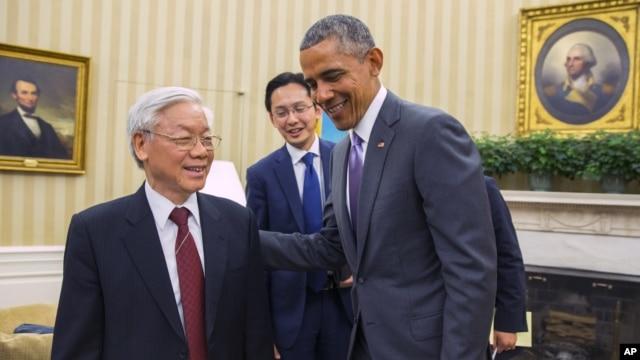 Tổng thống Barack Obama gặp Tổng Bí thư Nguyễn Phú Trọng tại phòng Bầu dục Tòa Bạch Ốc ở thủ đô Washington, ngày 7 tháng 7, 2015.