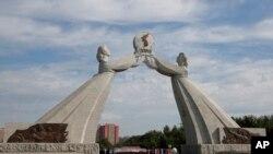 İki Koreya dövlətinin yenidən bir araya gəlməsi ümidi ilə hazırlanan Yenidən Birləşmə Arkası. Pxenyan, Şimali Koreya