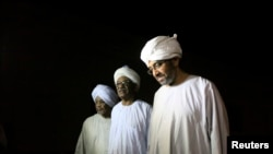 Tù nhân chính trị được thả ra khỏi nhà tù Kober ở Khartoum, ngày 2/4/2013.