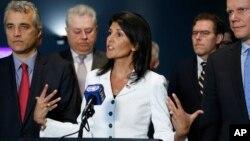 """La embajadora estadounidense ante Naciones Unidas, Nikki Haley, dijo claramente que la """"prioridad ya no es quedaros sentados y enfocarnos en sacar a Assad."""