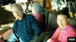 2010年12月11日,方励之夫妇参加诺贝尔和平奖颁奖典礼后在挪威奥斯陆机场等候返美班机(美国之音王南拍摄)