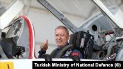 Milli Savunma Bakanı Hulusi Akar, İzmir Çiğli'de 2019-2020 Uçuş Eğitim Yılı Açılış Töreni'ne katıldı.
