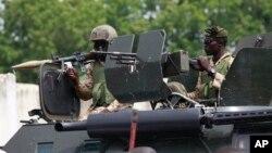 Wasu sojojin Najeriya cikin mota mai sulke a Maiduguri, Jihar Borno
