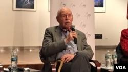 紐約大學法學院退休教授孔杰榮。 (美國之音方冰拍攝)