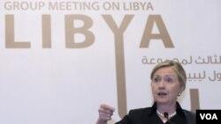 Clinton dijo que se avanza hacia una transición sin Gadhafi en Libia.